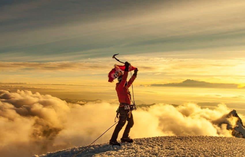 Bandera Peruana flameó en la cima del Nevado Huascarán