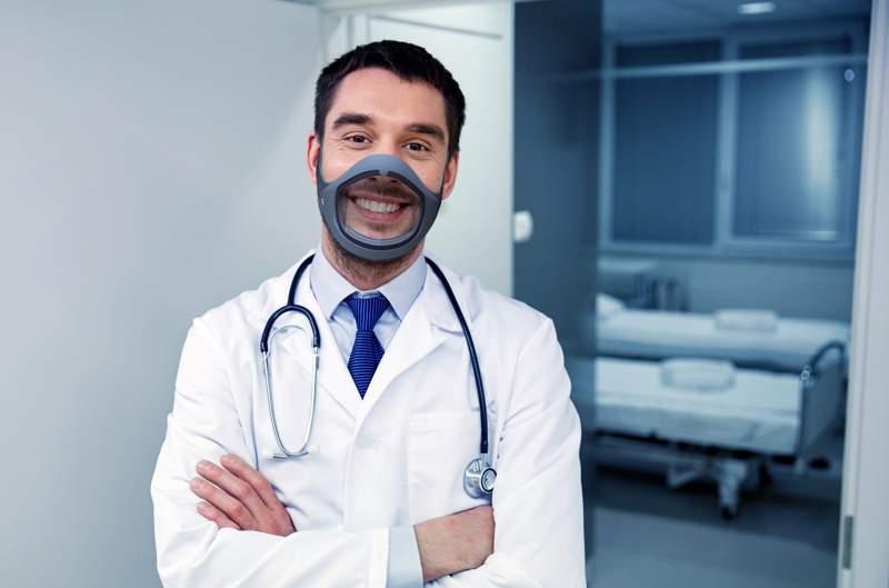 Médico con mascarilla