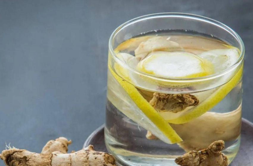 Como preparar una saludable agua de Kion y limón